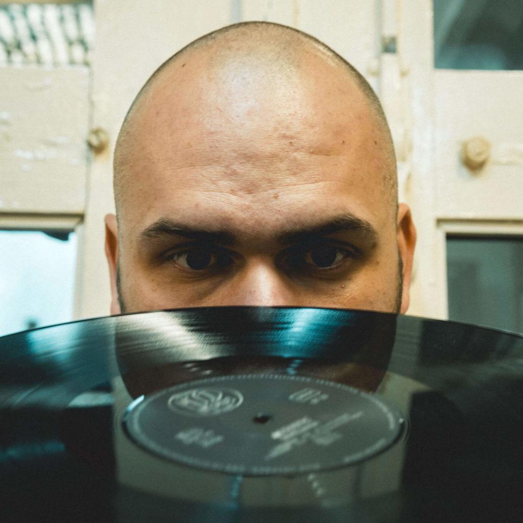 Selrecs - Tom Warrelmann hat die Schallplatten im Blick